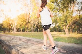 Actividad maderas mujer de entrenamiento deportivo