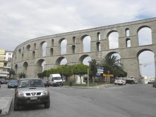 Acueducto en Kavala, Grecia