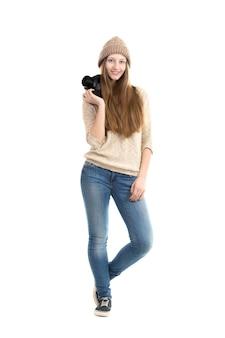 Adolescente feliz con su cámara de fotos