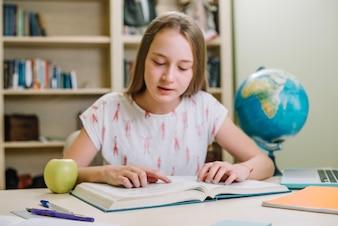 Adolescente, niña, lectura