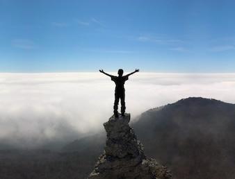 Al aire libre de escalada de aventura subida azul