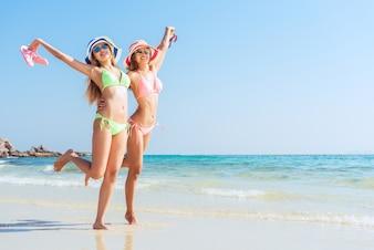 Alegría vacaciones arena bikini sol