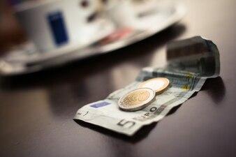 Algunos euros en el café