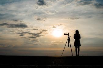 Amanecer persona crepúsculo fotografía ocaso