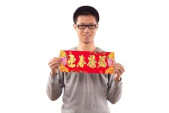 Amor de papel vestido feliz asiático