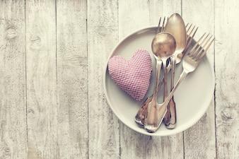 Amor, el día de San Valentín o el concepto de comer con cubiertos de la vendimia, pl