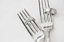 Anillos de compromiso y tenedores