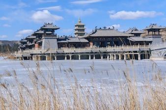 Antiguo palacio chino en invierno
