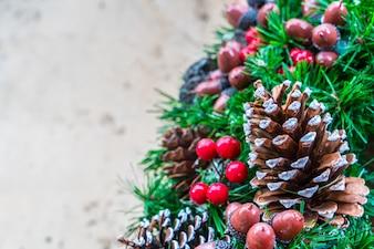 Árbol de navidad con piñas