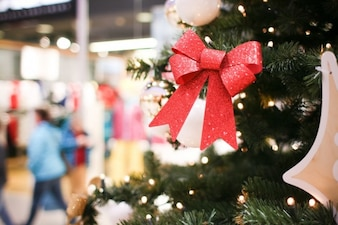 árbol de Navidad en el centro comercial