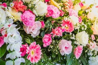 Arreglo bonito con flores de colores