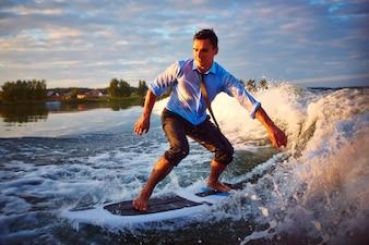 Aventura con una tabla de surf
