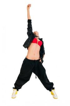 Bailarina activa de hip-hop en blanco