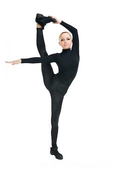 Bailarina moderna con grandes estiramientos