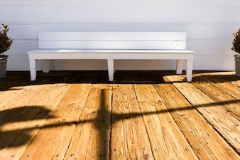 Banco blanco de madera