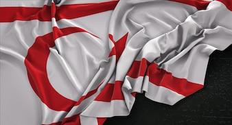 Bandera de Chipre del Norte arrugado sobre fondo oscuro 3D Render