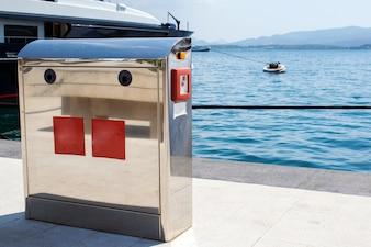 Base para el suministro de energía para yates y barcos