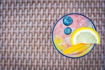 Bebida blanco celebración de la pasión tropical