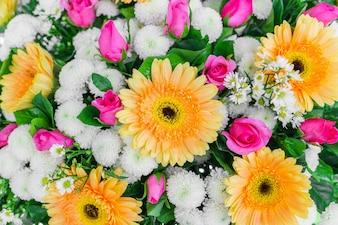 Bellas flores para San Valentín y escena de la boda