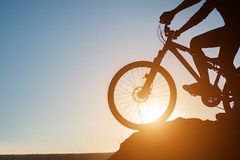 Bicicleta de montaña de viaje propio estilo de vida