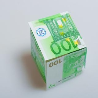 billetes en euros en moneda
