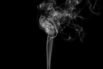 Blanco humo resumen sobre fondo negro