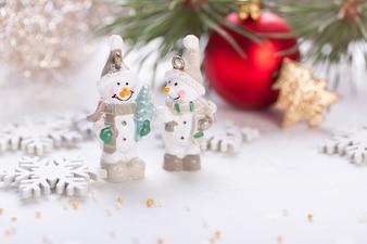 Bolas de navidad con unos muñecos