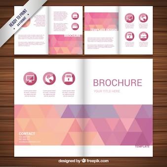 Diseño del folleto con triángulos