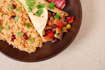 Burrito de carne con arroz