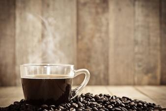 Café caliente en taza