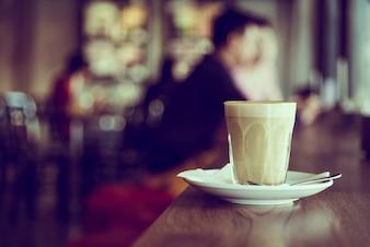 Café sabroso en vaso