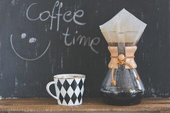 Cafetera y taza