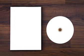 Caja de cd y cd en blanco