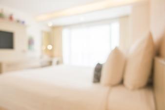 Cama de matrimonio borrosa con muebles