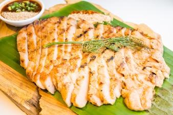 Carne de cerdo a la parrilla de cerdo con salsa picante