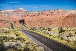 Carretera a través del desierto