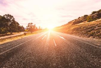 Carretera soleada solitaria