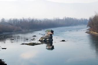 Casa en el río