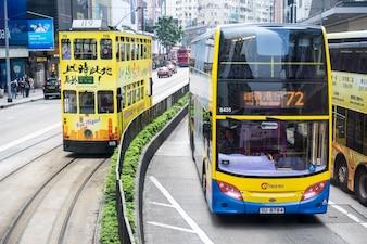 Central, Hong Kong-Jan.10,2016: Escena del tráfico. Tranvía en Hong Kong