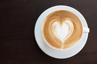 Cerrar amor marrón taza natural