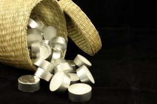 cesta llena de velas