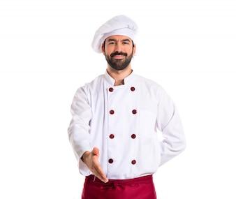 Chef haciendo un trato sobre fondo blanco