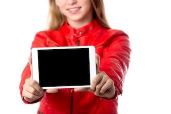 Chica con una tablet