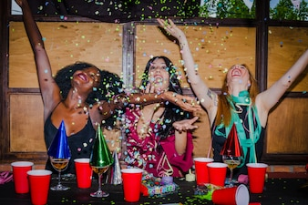 Chicas celebrando la amistad