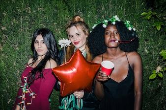 Chicas en fiesta de primavera