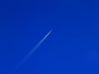Cielo despejado, el avión
