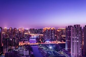 Ciudad moderna con rascacielos