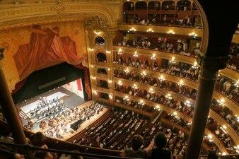 Actuación de música clásica en el teatro