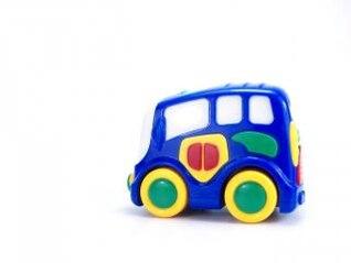 coche de juguete de colores