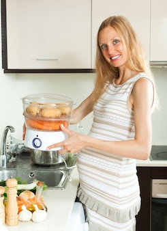 Utensilios de cocina fotos y vectores gratis for Cocinar zanahorias